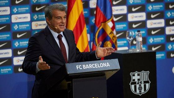"""""""Temos uma instituição com 122 anos que está acima de todos os jogadores, até mesmo do melhor do mundo"""", disse Laporta"""