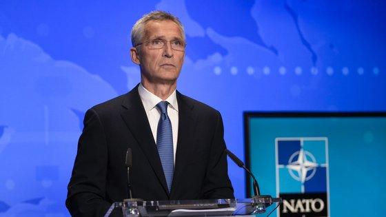 O secretário-geral da NATO estará presente, bem como membros do Governo e também especialistas em assuntos de defesa.