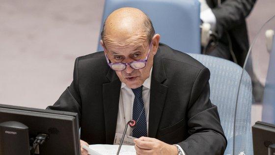 """Uma medida sem precedentes que as autoridades francesas justificaram com o que consideraram uma """"traição"""" dos três países aliados tradicionais e uma grave quebra de confiança"""