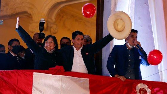 Castillo festeja vitória sobre direita após um mês de eleições presidenciais e várias impugnações por alegada fraude.