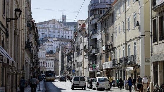 O município de Coimbra esclarece que a propaganda política ou eleitoral não está sujeita a licenciamento, autorização ou outro ato permissivo, mas apenas ao cumprimento da legislação aplicável
