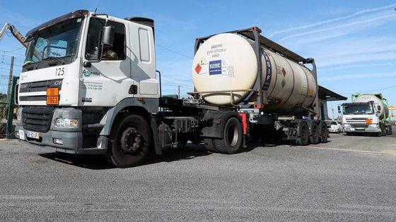 A portaria altera a norma que impõe restrições à circulação nos domingos e feriados nacionais para pesados de mercadorias perigosas em cisterna