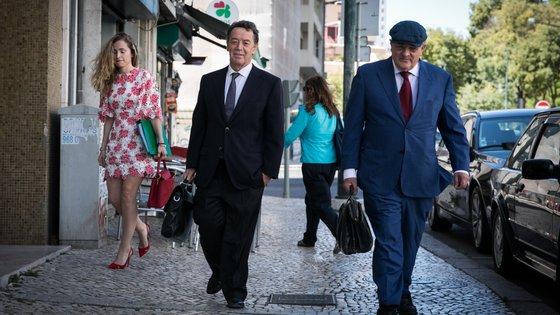 Manuel Pinho acompanhado do seu advogado Ricardo Sá Fernandes no dia 10 de setembro de 2019 antes de entrar no DCIAP para a terceira tentativa (falhada) de interrogatório