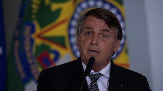 """Bolsonaro promete aos apoiantes que só """"Deus"""" o pode tirar do lugar"""