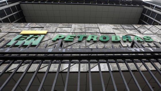 De acordo com a acusação, os operadores de câmbio da Petrobras direcionavam os contratos de câmbio para o Banco Paulista