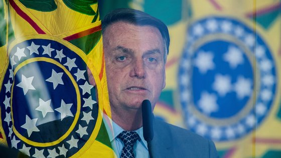 epa09210511 President of Brazil Jair Bolsonaro participates in the launching ceremony of the Los Gigantes de lo Alfalto program, in Brasilia, Brazil, 18 May 2021. Former Brazilian Foreign Minister Ernesto Araujo attributed the erratic fight to Covid-19 to the Ministry of Health, when he appeared on 18 May before a Senate commission that investigates possible omissions of the Government in the face of a pandemic that has already killed almost 440,000 people in the country.  EPA/Joedson Alves