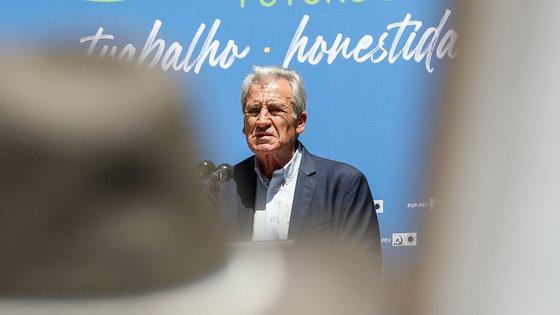"""O secretário-geral do Partido Comunista Português (PCP), Jerónimo de Sousa, intervém durante o convívio Regional da CDU - Aveiro """"Futuro de confiança - trabalho, honestidade e competência"""", em Cortegaça, Ovar, 10 de julho de 2021. PAULO NOVAIS/LUSA"""