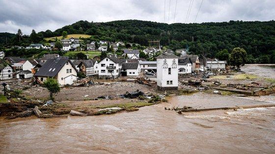 A aldeia de Schuld, no distrito de Ahrweiler, foi destruída após uma forte inundação do rio Ahr, em Schuld, na Alemanha