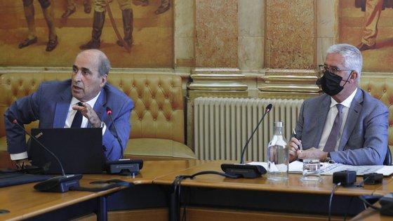 Fernando Anastácio (PS, à esquerda), relator, e Fernando Negrão (PSD), presidente da comissão.