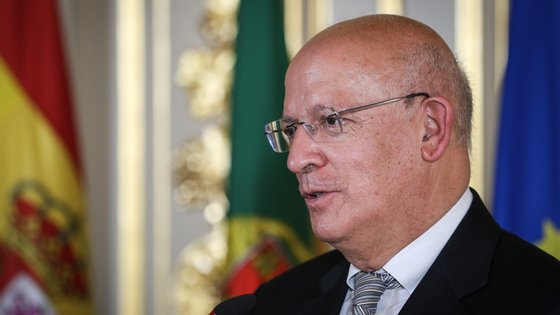 """""""A preocupação portuguesa é que estes últimos acontecimentos não perturbem o alinhamento entre Estados Unidos, Reino Unido e União Europeia"""", disse Augusto Santos Silva"""