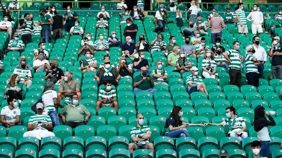 A lotação dos estádios está definida para um máximo de 50% da capacidade