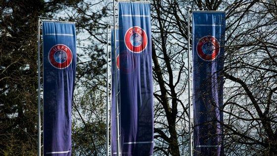 Também o impacto sobre o desenvolvimento do futebol feminino deve ser tido em conta, alertou a UEFA