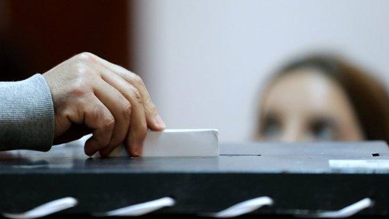 Nas freguesias com mais de 150 habitantes, são entregues três boletins de voto aos eleitores