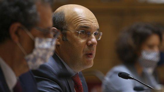 """""""Os dinheiros públicos servem para apoiar empresas, para salvaguardar os ativos das empresas, não servem para salvar empresários"""", referiu o Ministro da Economia"""