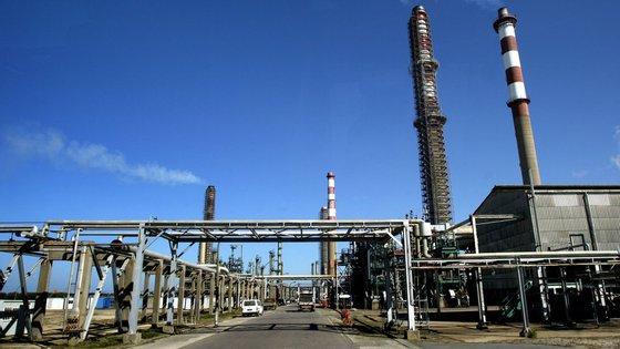 A refinaria vai passar a funcionar exclusivamente como centro logístico, de armazenamento e de distribuição