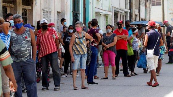 A mais de três milhões de cubanos, de uma população total de cerca de 11,2 milhões, foi administrada pelo menos uma dose das três fórmulas, após os ensaios clínicos e os estudos entretanto realizados