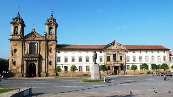 Para a candidata bloquista, a solução do problema em Braga passa, desde logo, pela obrigação de todos os empreendimentos construídos na cidade dedicarem 25% para habitação pública