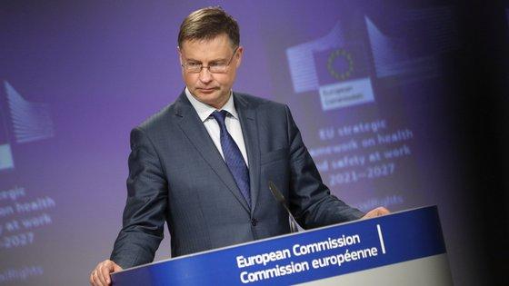 "Para Valdis Dombrovskis, ""esta proposta vai ser antes complementar e cobrir uma base ampla e alargada de empresas"""