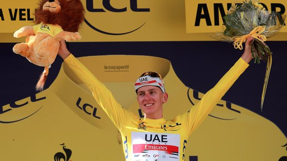 epa09337650 Slovenian rider Tadej Pogacar of the UAE-Team Emirates celebrates on the podium after retaining the overall leader's yellow jersey following the 15th stage of the Tour de France 2021 over 191.3 km from Ceret, France to Andorra la Vella, Andorra, 11 July 2021.  EPA/CHRISTOPHE PETIT-TESSON
