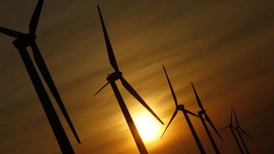 A produção não renovável abasteceu 30% do consumo, repartida por gás natural, com 28%, e carvão, com 2%. Restantes 7% corresponderam a energia importada, segundo a REN.