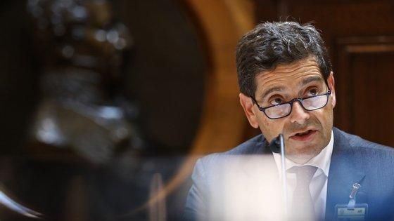 O presidente do Novo Banco, António Ramalho, intervém durante a sua audição na comissão de Orçamento e Finanças, no âmbito dos requerimentos apresentados pelo grupo parlamentar do PS, GP PAN e DURP IL e, bem assim, sobre a alienação das carteiras de imóveis e créditos detidos por esta entidade, conforme deliberado na reunião da COF de 30/07/2020, em Lisboa, 15 de setembro de 2020. ANTÓNIO PEDRO SANTOS/LUSA