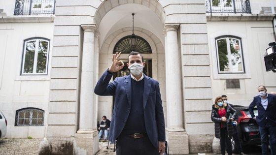 Vitorino Silva (Tino de Rans) depois de entregar a candidatura à presidência da República no Tribunal Constitucional