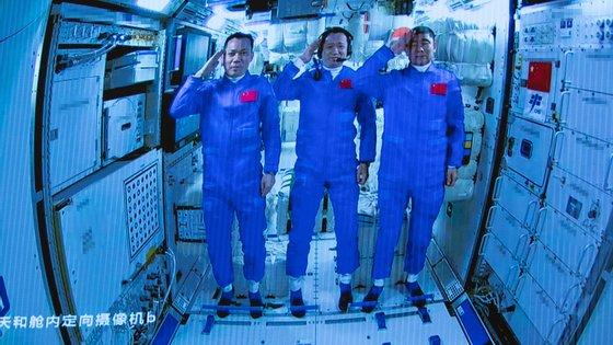 Espera-se que mais trios de astronautas sejam enviados em missões de 90 dias