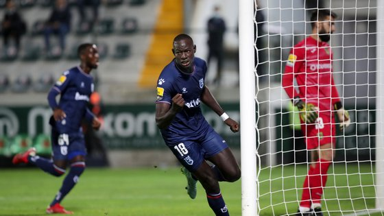 Alioune Ndour marcou o primeiro da B-SAD aos 60 minutos