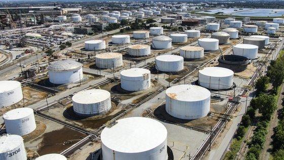 A Agência Internacional de Energia verificou que a procura global também está a aumentar