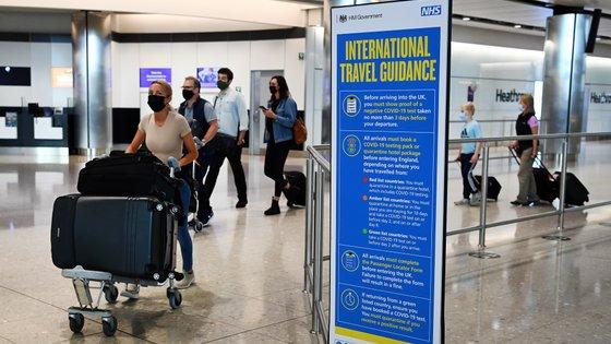 Os viajantes terão ainda de fazer um teste antes da partida e um teste no segundo dia após a chegada