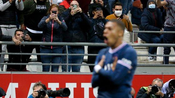 Kylian Mbappé foi titular e marcou os dois golos no último jogo do PSG frente ao Reims onde Lionel Messi fez a estreia pelos franceses