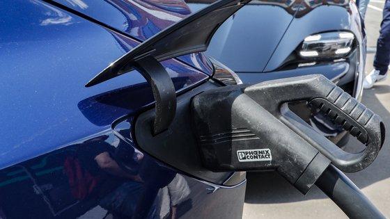 Muitos construtores automóveis assumiram o compromisso de apostar em elétricos, com a promessa de eliminar os motores de combustão das suas gamas