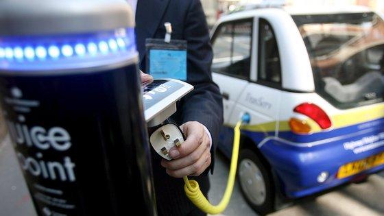 Este desempenho é uma consequência das filas registadas junto a postos de combustíveis em setembro