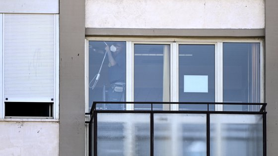 epa09335029 Preparations for tomorrow Angelus prayer at the Gemelli hospital where Pope Francis on 04 July underwent a scheduled colon surgery, in Rome, Italy, 10 July 2021. Pope Francis will preform his Angelus Prayer on 11 July from the window of the Gemelli hospital.  EPA/RICCARDO ANTIMIANI