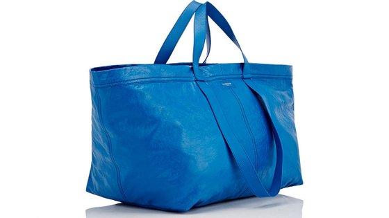 O saco foi colocado à venda no site da Balenciaga por 2.145 dólares (cerca de 2.000 euros).