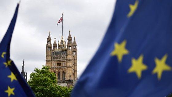 O Reino Unido saiu da UE num processo apelidado de Brexit, na sequência de um referendo realizado em 2016, mas que se prolongou devido às negociações de um acordo de saída