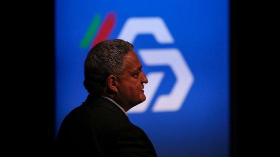 Paulo Macedo diz que os cortes são para continuar e, sobre eventuais despedimentos, afirma que a Caixa fará o que o mercado disser