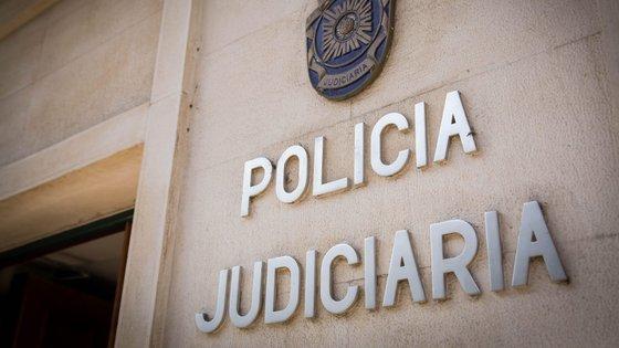 Os cinco detidos não têm ocupação laboral conhecida e todos têm antecedentes policiais, alguns deles criminais