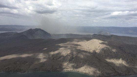 O Taal entrou em erupção em janeiro do ano passado, obrigando as autoridades a retirar centenas de milhares de residentes
