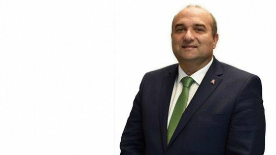 O presidente da câmara até à semana passada, Carlos Bernardes, de 53 anos, foi encontrado morto em casa no dia 3