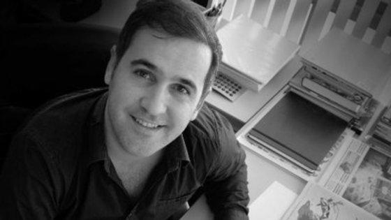 Vasco Gargalo, que nasceu em 1977 em Vila Franca de Xira, é um cartoonista premiado que colabora com imprensa portuguesa e estrangeira