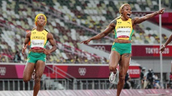 Elaine Thompson-Herah ganhou a medalha de ouro com 10,61 depois de Shelly-Ann Fraser-Pryce ter feito em junho 10,63