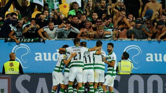 Sporting contou com um forte apoio dos adeptos no Estoril no regresso aos triunfos para a Liga