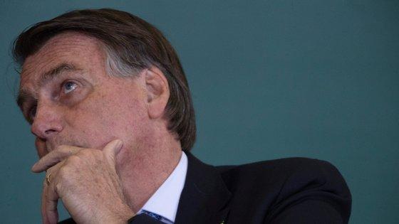 Covid-19 já causou mais de 600.000 mortes no Brasil e foram infetadas 21,6 milhões de pessoas