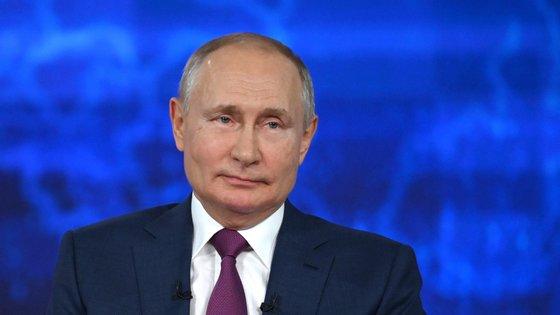 Putin disse que ajudará a Bielorrússia a superar a crise política e a resistir às sanções impostas pela UE