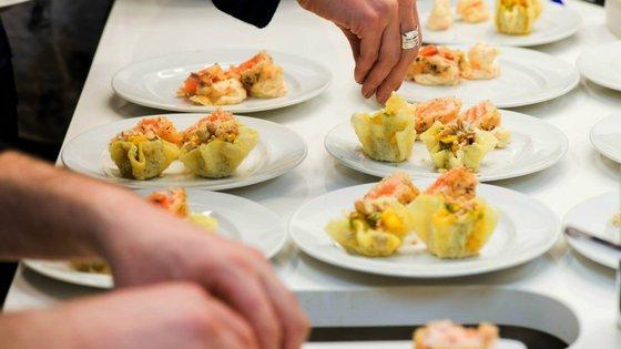Desde as escolas do mais alto gabarito aos workshops para iniciantes, estes locais têm espaço para quem quer ser o mestre da culinária