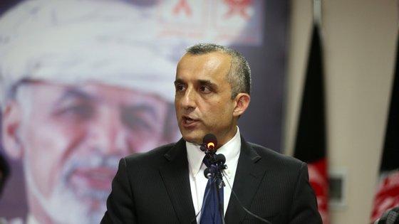 Saleh foi vice-Presidente de Ghani no último ano e meio e, antes disso, chefiou a principal agência de informação afegã, a Direção de Segurança Nacional (NDS)