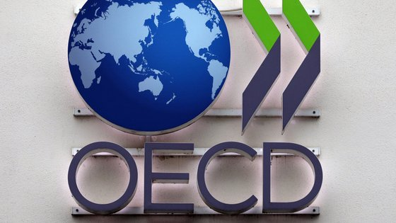 epa08005447 The logo of the OECD (Organisation for Economic Co-operation and Development) is seen during the launch of a new report by the OECD in Berlin, Germany, 18 November 2019. The report 'Negotiating Our Way Up: Collective bargaining in a changing world of work', analyses how collective bargaining and workers' voice can contribute to promote better labour market outcomes.  EPA/FELIPE TRUEBA