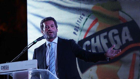 O presidente do Chega, André Ventura, discursa durante uma ação de campanha em Elvas, 19 de setembro de 2021. No próximo dia 26 de setembro mais de 9,3 milhões eleitores podem votar nas eleições Autárquicas, para eleger os seus representantes locais. NUNO VEIGA/LUSA