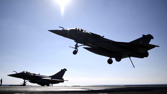 """""""O voo foi realizado em estrita observância às normas internacionais de uso do espaço aéreo"""", assegura Ministério da Defesa russo"""